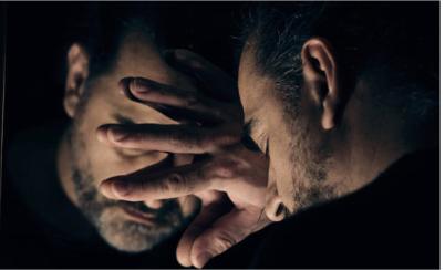 man-in-mirror-dual-diagnosis-addiction-rehab